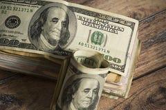 Παλαιοί λογαριασμοί 100 δολαρίων Εκατό δολάρια σε μετρητά στοκ εικόνα με δικαίωμα ελεύθερης χρήσης