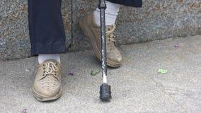 Παλαιοί πόδια και κάλαμος ατόμων απόθεμα βίντεο
