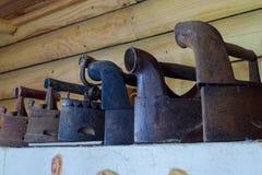 Παλαιοί σίδηροι clother στοκ εικόνες