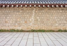 Παλαιοί τοίχος και πεζοδρόμιο κορεατικός-ύφους στοκ εικόνα