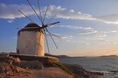 Παλαιός ανεμόμυλος στο ελληνικό νησί Μύκονος Στοκ Εικόνες