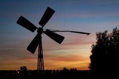 Παλαιός αντλώντας ανεμόμυλος στην ολλανδική επαρχία κοντά στο γκούντα, Ολλανδία στοκ φωτογραφίες με δικαίωμα ελεύθερης χρήσης