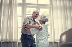 Παλαιός ασθενής ζευγών σε ένα νοσοκομείο Στοκ Εικόνες