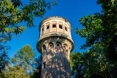 Παλαιός αχρησιμοποίητος πύργος νερού σε Obninsk στοκ φωτογραφία με δικαίωμα ελεύθερης χρήσης