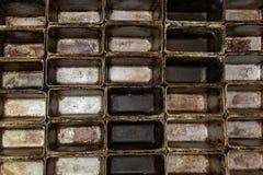 Παλαιός βρώμικος δίσκος ψησίματος φούρνων Κενός κασσίτερος ψησίματος φραντζολών Στοκ φωτογραφίες με δικαίωμα ελεύθερης χρήσης