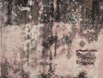 Παλαιός βρώμικος τοίχος σε ένα αρχαίο σπίτι Στοκ Φωτογραφίες