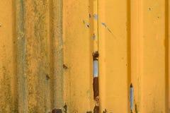 Παλαιός ζαρωμένος πορτοκάλι σίδηρος φύλλων στοκ εικόνες