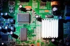 Παλαιός ηλεκτρονικός εξοπλισμός με το εκλεκτής ποιότητας ύφος χρήσιμο ως υπόβαθρο στοκ εικόνες