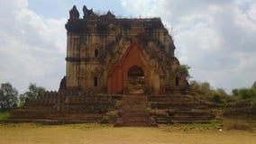 Παλαιός θρυμματιμένος πέτρινος ναός Βιρμανία στοκ εικόνες