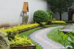 Παλαιός κήπος σε μια εκκλησία στοκ φωτογραφία