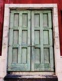 Παλαιός και κλειδωμένος η εκλεκτής ποιότητας έννοια σχεδίου πορτών ιστορική στοκ εικόνες