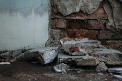 Παλαιός καταρρεσμένος τοίχος στοκ εικόνες
