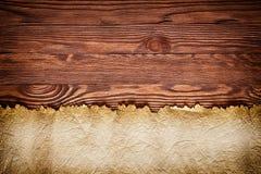 Παλαιός κενός χάρτης θησαυρών περγαμηνής στον ξύλινο πίνακα στοκ φωτογραφία