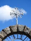 Παλαιός μεταλλικός σταυρός στοκ εικόνες με δικαίωμα ελεύθερης χρήσης