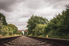 Παλαιός μόλυβδος σιδηροδρομικών γραμμών στον ορίζοντα στοκ φωτογραφίες με δικαίωμα ελεύθερης χρήσης