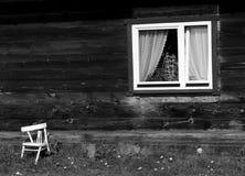 παλαιός ξύλινος εξοχικών & Στοκ Εικόνες