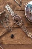 Παλαιός ξύλινος πίνακας εργασίας watchmaker στοκ φωτογραφία
