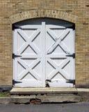παλαιός ξύλινος πορτών Στοκ εικόνες με δικαίωμα ελεύθερης χρήσης