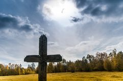 Παλαιός ξύλινος σταυρός Στοκ φωτογραφίες με δικαίωμα ελεύθερης χρήσης