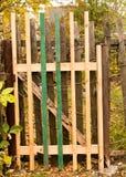Παλαιός ξύλινος φράκτης στο χωριό το φθινόπωρο Στοκ Εικόνες