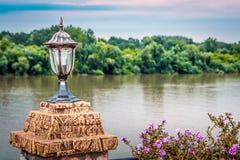 Παλαιός περίκομψος λαμπτήρας από τον ποταμό στοκ εικόνα με δικαίωμα ελεύθερης χρήσης