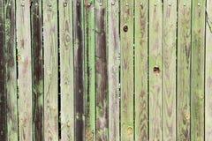 Παλαιός πράσινος ξύλινος φράκτης σε Caceres, Εστρεμαδούρα, Ισπανία στοκ εικόνες