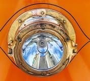 Παλαιός προβολέας καροτσακιών στοκ φωτογραφία με δικαίωμα ελεύθερης χρήσης