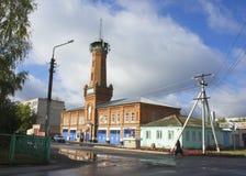 Παλαιός πυροσβεστικός σταθμός στην πόλη του ιστορικού μνημείου Petrovsky στοκ εικόνα με δικαίωμα ελεύθερης χρήσης