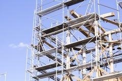 παλαιός πύργος κουδου&nu Αποκατάσταση του παλαιού πύργου κουδουνιών Υλικά σκαλωσιάς Στοκ Εικόνες