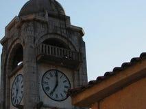 Παλαιός πύργος ρολογιών στην πόλη Dimitsana στην Πελοπόννησο Ελλάδα Στοκ φωτογραφία με δικαίωμα ελεύθερης χρήσης