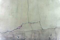 Παλαιός ραγισμένος γκρίζος τοίχος Στοκ Φωτογραφίες