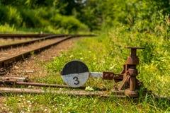 Παλαιός σκουριασμένος σηματοφόρος σιδηροδρόμων στοκ φωτογραφία