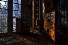 Παλαιός σταθμός ηλεκτροπαραγωγής στοκ εικόνες