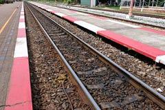 Παλαιός στενός επάνω διαδρομής σιδηροδρόμων στοκ φωτογραφίες