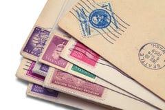 Παλαιός στενός επάνω σωρών ταχυδρομείου στοκ εικόνες