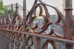 Παλαιός σφυρηλατημένος σκουριασμένος φράκτης Girona, Ισπανία στοκ φωτογραφίες
