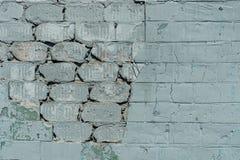 Παλαιός τοίχος με το χρωματισμένο και shabby ανώμαλο ασβεστοκονίαμα Ραγισμένο υπόβαθρο τουβλότοιχος Εκλεκτής ποιότητας δομή πλινθ Στοκ εικόνα με δικαίωμα ελεύθερης χρήσης