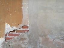 Παλαιός τοίχος τσιμέντου και βρώμικο συγκεκριμένο υπόβαθρο χρωμάτων αποφλοίωσης Στοκ εικόνα με δικαίωμα ελεύθερης χρήσης