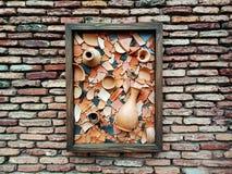 Παλαιός τουβλότοιχος με τα μέρη της σύστασης και των χρωμάτων στοκ εικόνες
