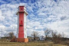 Παλαιός φάρος πλησίον Mykolaiv, Ουκρανία Ο μπλε ουρανός καλύπτεται με τα χ στοκ φωτογραφίες με δικαίωμα ελεύθερης χρήσης