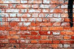 Παλαιός φορεμένος καιρός τοίχος φιαγμένος από τούβλα στοκ φωτογραφίες