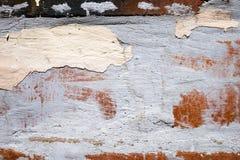 Παλαιός φορεμένος χαλασμένος ραγισμένος τοίχος με το χρώμα αποφλοίωσης στοκ εικόνα