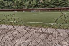Παλαιός φράκτης σιδήρου στο στάδιο Στοκ φωτογραφία με δικαίωμα ελεύθερης χρήσης