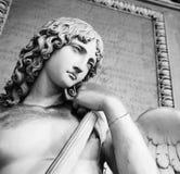 Παλαιό άγαλμα ενός αγγέλου μέσα στο μνημειακό νεκροταφείο του Di Μπολόνια Certosa Στοκ φωτογραφίες με δικαίωμα ελεύθερης χρήσης