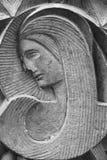Παλαιό άγαλμα της Virgin Mary που προσεύχεται τη θρησκεία, πίστη, ιερή στοκ εικόνα