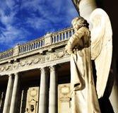 Παλαιό άγαλμα του αγγέλου μέσα στο μνημειακό νεκροταφείο του Di Μπολόνια Certosa Στοκ εικόνα με δικαίωμα ελεύθερης χρήσης