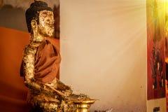 Παλαιό άγαλμα Wat Phra Mahathat Woramahawihan του Βούδα στο Si Τ Nakhon Στοκ Φωτογραφία