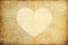 Παλαιό έγγραφο grunge με την καρδιά στοκ εικόνες με δικαίωμα ελεύθερης χρήσης