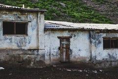 Παλαιό αγρόκτημα, σταύλος, που βρίσκεται στις ορεινές περιοχές στοκ φωτογραφίες με δικαίωμα ελεύθερης χρήσης