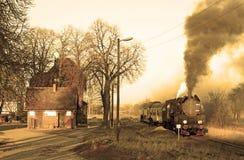παλαιό αναδρομικό τραίνο &alpha Στοκ Φωτογραφία
